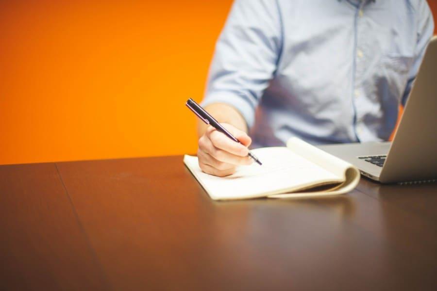 هل-تفكر-في-الاعتماد-على-كاتب-محتوى-Freelancer-لإنجاز-أعمالك.jpg